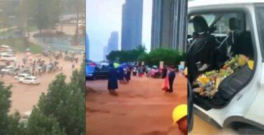 【取り放題】 中国、洪水で流れて来る物資の掴み取りが始まってしまうwwww