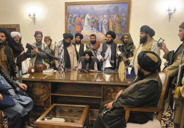 【動画あり】タリバン兵、遊園地も制圧しウキウキで遊んでしまうwwwwww