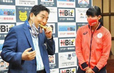 【サッカー】河村たかし市長が金メダルをかじったせいで名古屋市と名古屋グランパスの協定締結式が中止になってしまうwwwwww