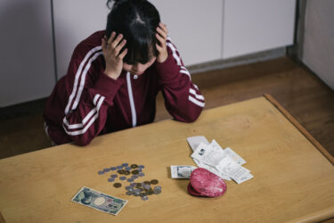 【貧困】手取り10万円のシングルマザー「実はもう、あす食べるものがない」しかし児童手当は貯金している模様